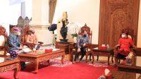 GUBERNUR Koster tampak berbincang dengan Duta Besar Republik Slowakiadi Jayasabha, Denpasar, Jumat (4/12/2020). Foto: ist