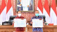 GUBERNUR Koster dengan Kepala BPKP Masykur saat penandatanganan nota kesepakatan di di Ruang Rapat Gedung Gajah, Jayasabha, Denpasar. Foto: ist
