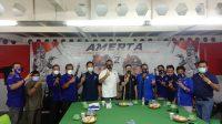 JULIE Laiskodat foto bersama dengan paslon Amerta dan jajaran pengurus Nasdem Bali usai memberi arahan kepada kader Nasdem. Foto: alit