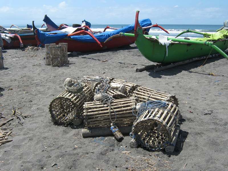 JUKUNG dan alat tangkap lobster, yaitu bubu, adalah bagian dari sisi pemandangan khas di Pantai Yeh Gangga dan beberapa pantai lainnya di selatan Tabanan. Foto: gap
