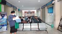SUASANA Mall Pelayanan Publik (MPP) Karangasem. Warga yang mengurus suatu keperluan di kantor tersebut mengeluh lantaran lama antre, ternyata tidak mendapat pelayanan. Foto: nad