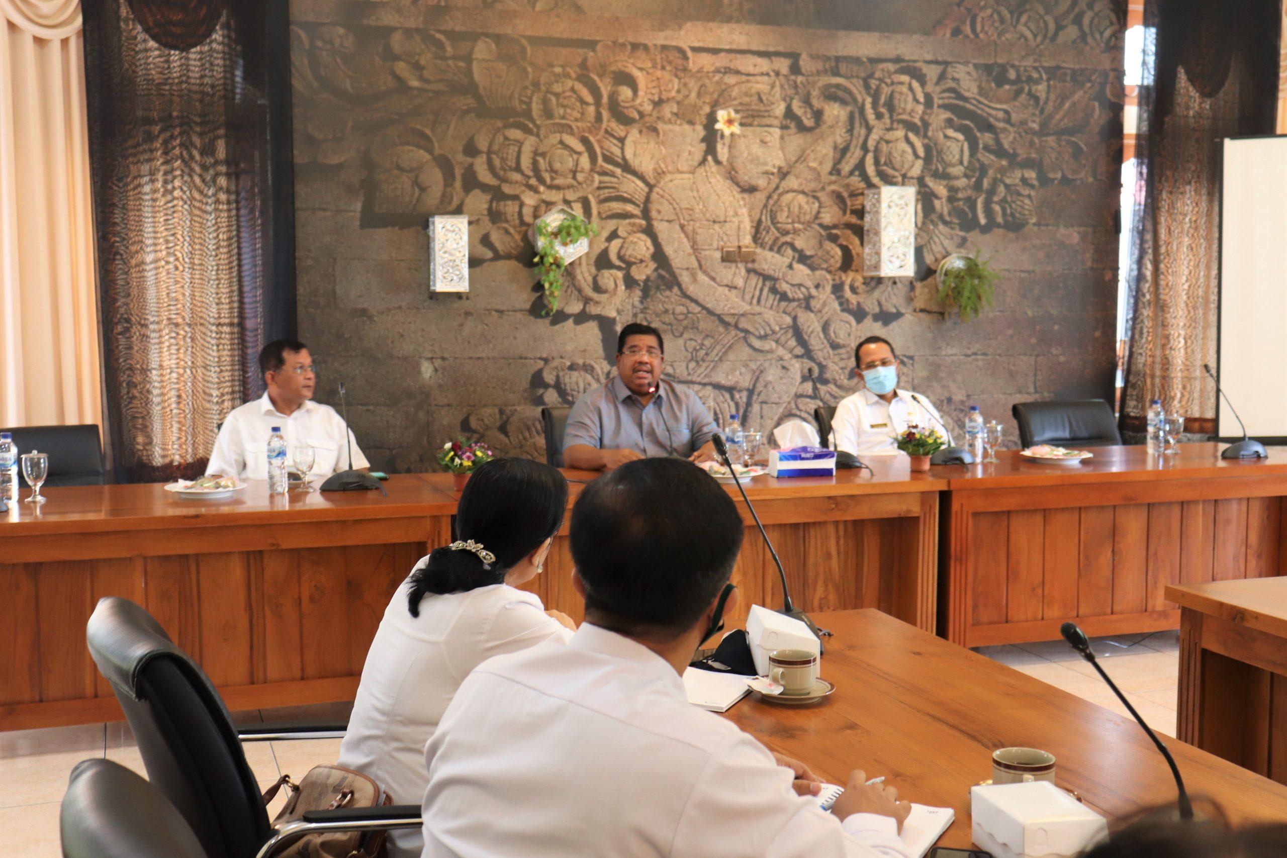 RAPAT membahas pengelolaan Pasar Banyuasri setelah nantinya diresmikan. Foto: rik