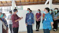 PJS Bupati Karangasem, I Wayan Serinah, didampingi Sekda, Kalak BPBD, dan Kadiskes melakukan sidak pelayanan RSUD Karangasem, Selasa (1/12/2020). Foto: ist