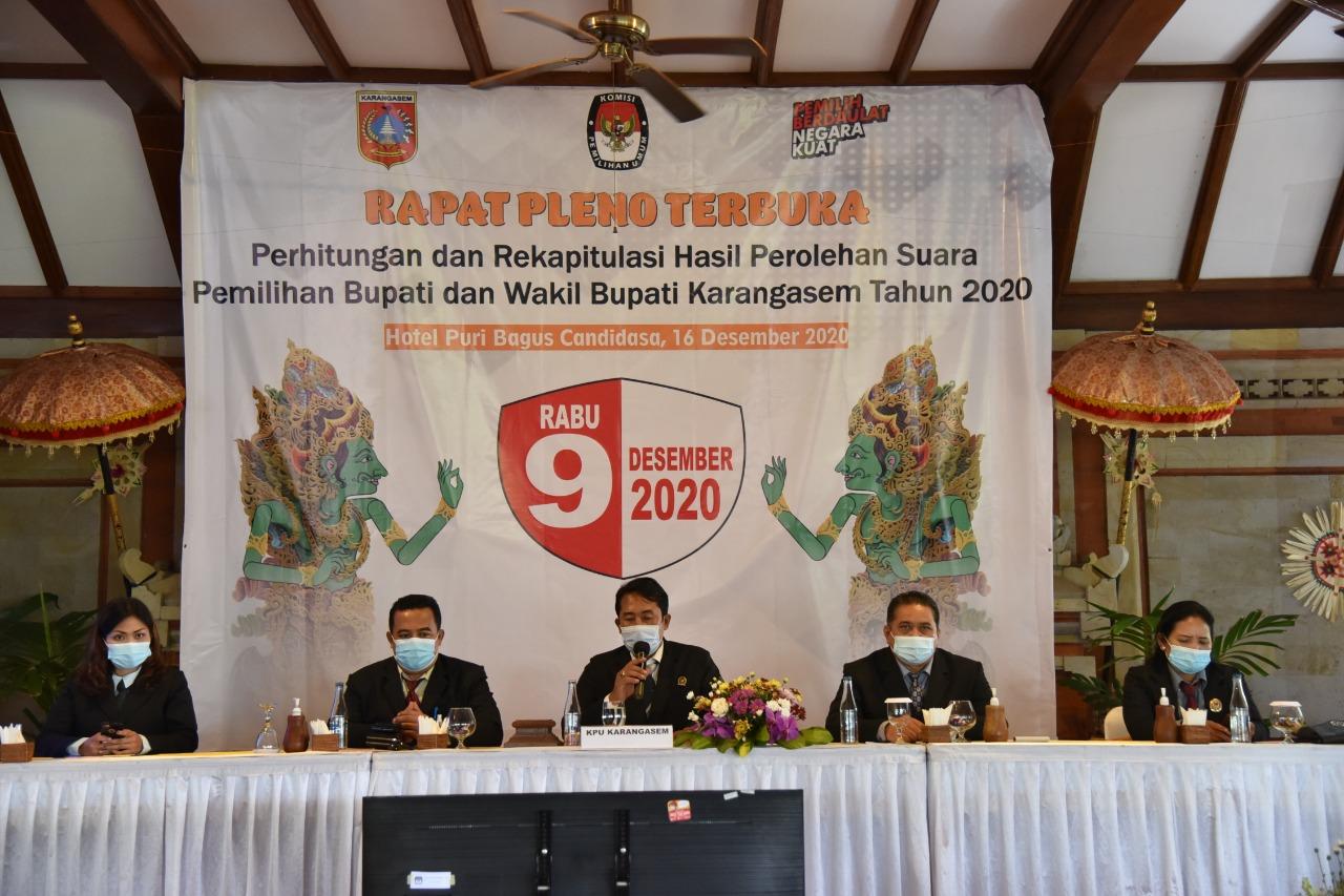 RAPAT pleno penghitungan dan rekapitulasi perolehan suara Pilkada Karangasem 2020. Foto: nad
