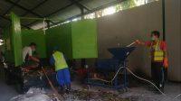 PROSES pengolahan sampah di TPS3R Bedulu. Foto: adi