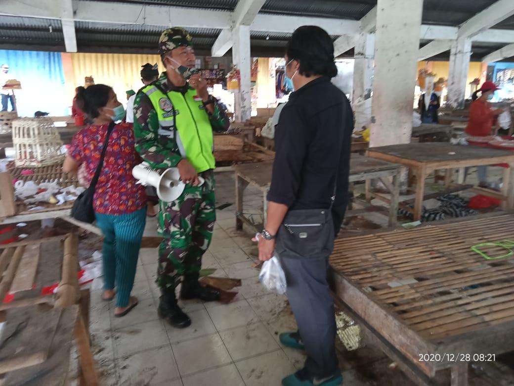 SATGAS Enforce Kerumunan dari Koramil 1626-03/Tembuku turun untuk pendisiplinan protokol kesehatan (prokes) di wilayah Kecamatan Tembuku, Senin (28/12/2020). Foto: gia