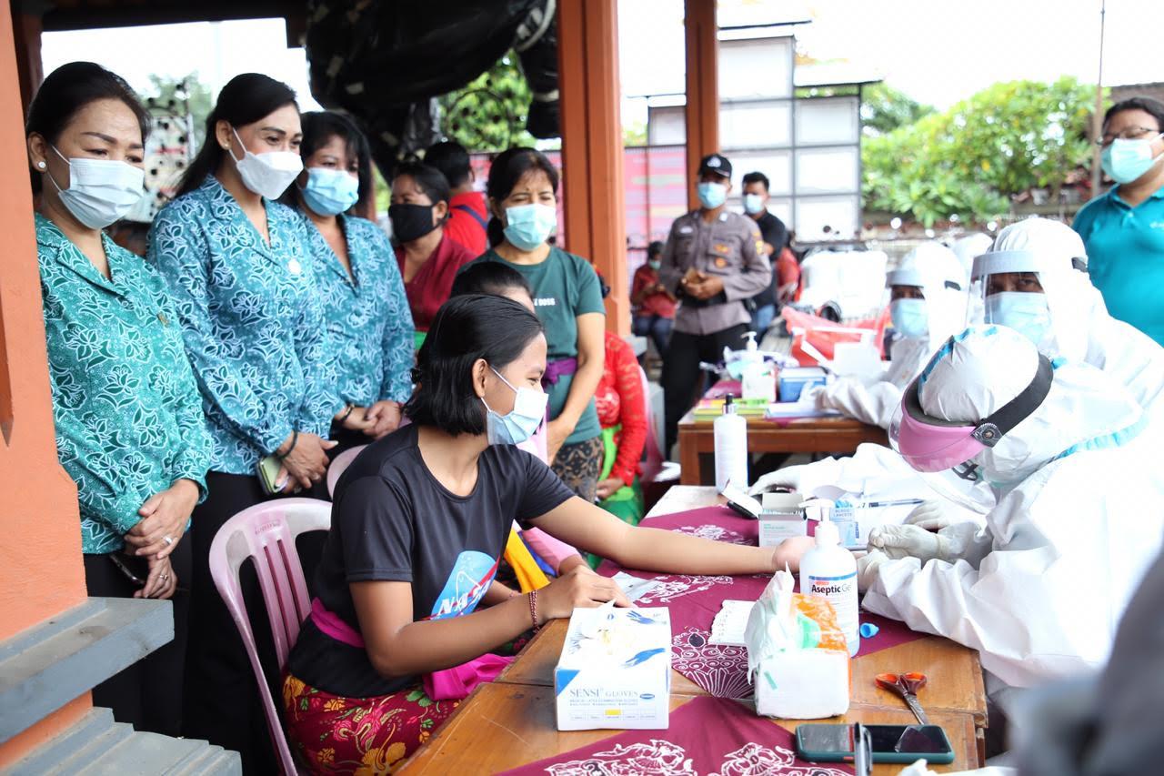 TES cepat gratis untuk kaum perempuan di Desa Tulikup. Foto: adi
