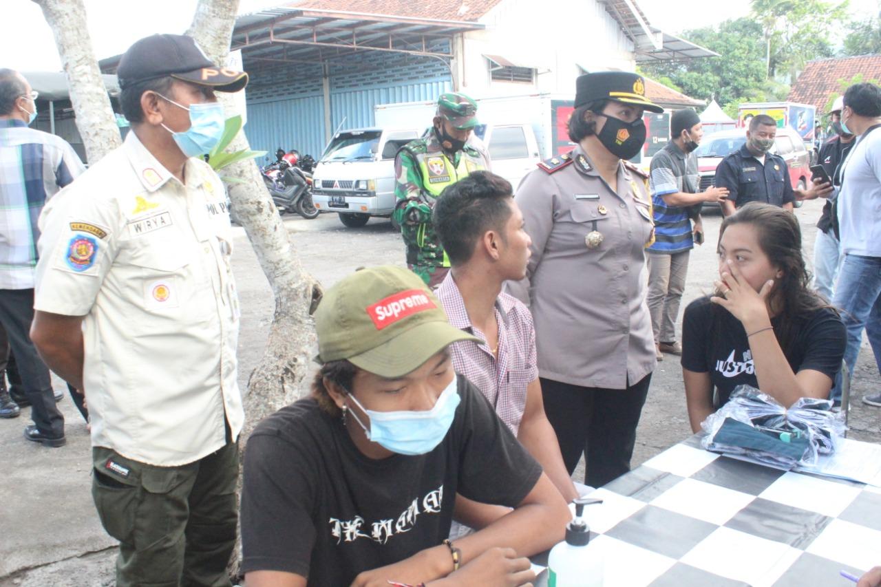WARGA yang tidak memakai masker diamankan dalam Operasi Yustisi Penegakan Hukum Protokol Kesehatan, Kamis (10/12/2020). Foto: ist