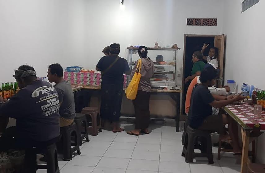 WARUNG Antos di Banjar Mas, Desa Sayan, Ubud. Foto: adi