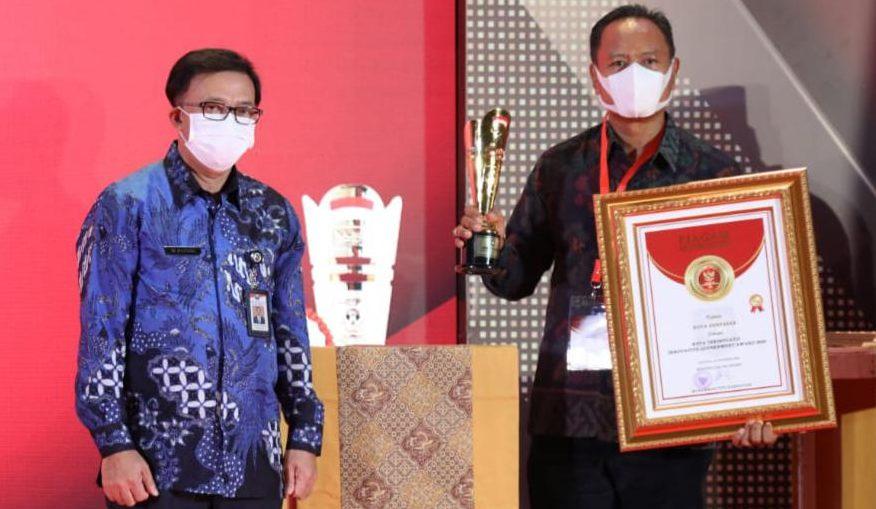 KABAG Perekonomian dan SDA Setda Kota Denpasar, I Made Saryawan, saat Penganugrahan Innovative Goverment Award (IGA) Tahun 2020 di Hotel Sultan Jakarta pada Jumat (18/12/2020) malam. Foto: ist