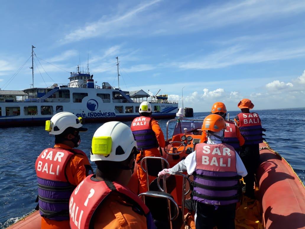 BASARNAS Bali secara rutin melakukan menggerakkan Rigid Inflatable Boat (RIB) bertolak dari Pelabuhan Gilimanuk hingga seputaran Ketapang, dalam rangka kesiapsiagaan antisipasi kegiatan Natal 2020 dan jelang tahun baru 2021. Foto: ist