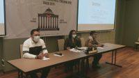 KOMISIONER Bawaslu Bali melakukan simulasi membacakan keterangan di Mahkamah Konstitusi bagi jajaran Bawaslu kabupaten/kota yang melaksanakan Pilkada 2020, Selasa (1/12/2020). Foto:Ist