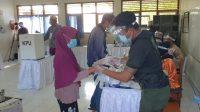 SUASANA simulasi Pilkada 2020 pada saat pandemi Covid-19 di TPS 9 Kelurahan Serangan, sekaligus uji coba Sirekap, Sabtu (21/11/2020) lalu. Foto: gus hendra