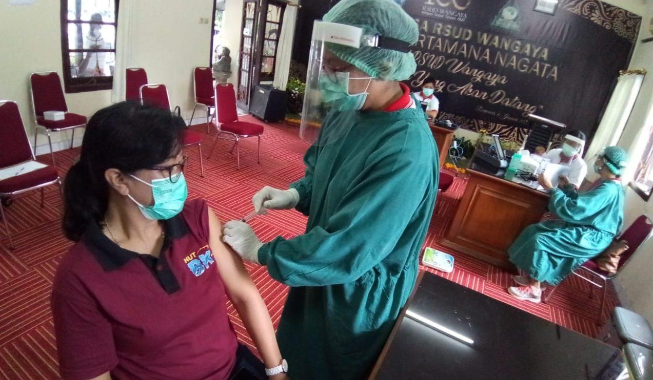 PELAKSANAAN simulasi vaksinasi Covid-19 di RSUD Wangaya, Kota Denpasar pada Jumat (8/1/2021). Foto: ist