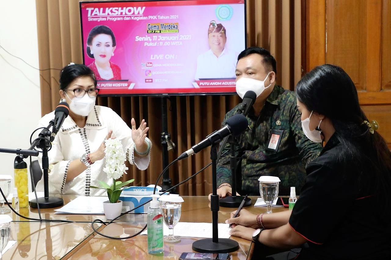 KETUA Tim Penggerak PKK Provinsi Bali, Putri SuastiniKoster, dalam talkshow 'Sinergitas Program dan Kegiatan PKK Tahun 2021', di Radio Gema Merdeka, Senin (11/1/2021).