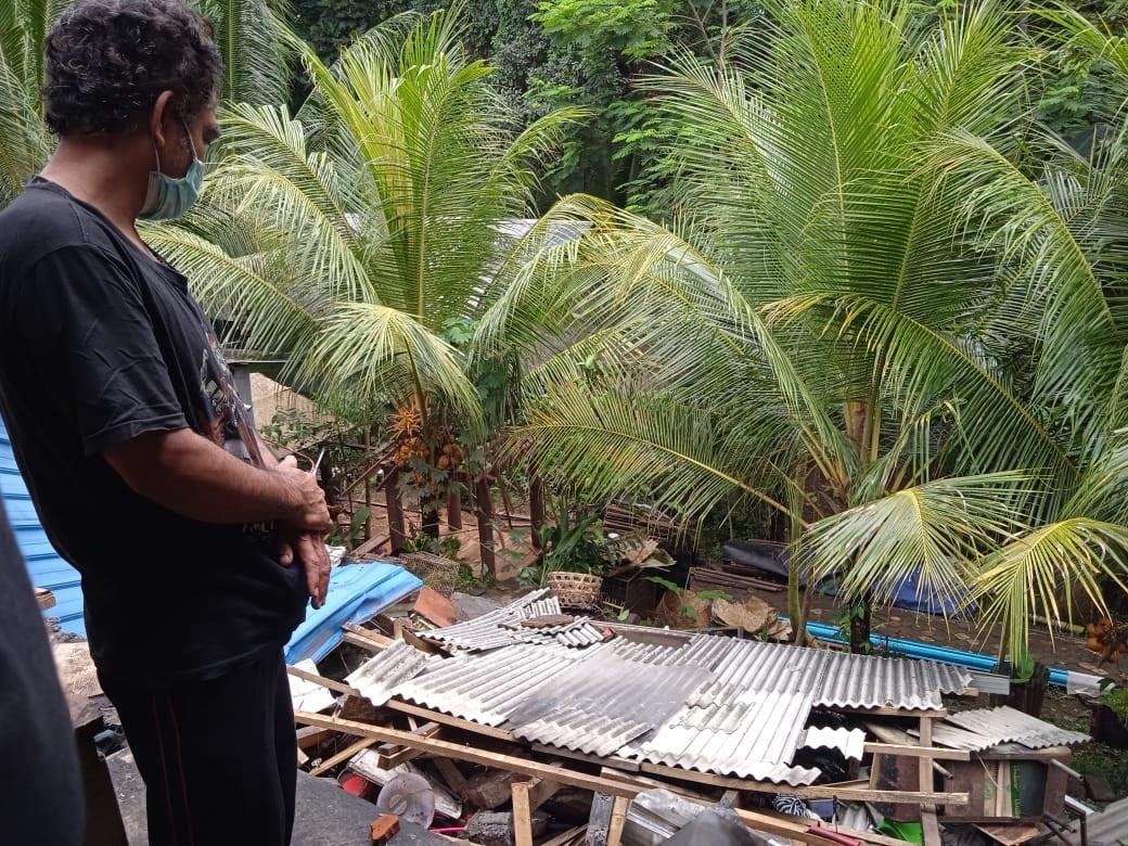 BANGUNAN dapur yang amblas sedalam 3 meter di Desa Bedulu, Kecamatan Blahbatuh, Gianyar. Foto: ist