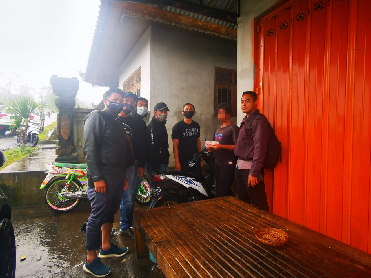 TIM Opsnal Polsek Kintamani, menangkap tersangka pelaku Wayan S (16), pelajar salah satu SMA yang melakukan aksi pencurian di 10 lokasi berbeda dengan hasil uang puluhan juta rupiah. Foto: ist