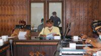 RAPAT Bapemperda DPRD Buleleng dengan eksekutif, Kamis (12/1/2021). Foto: rik