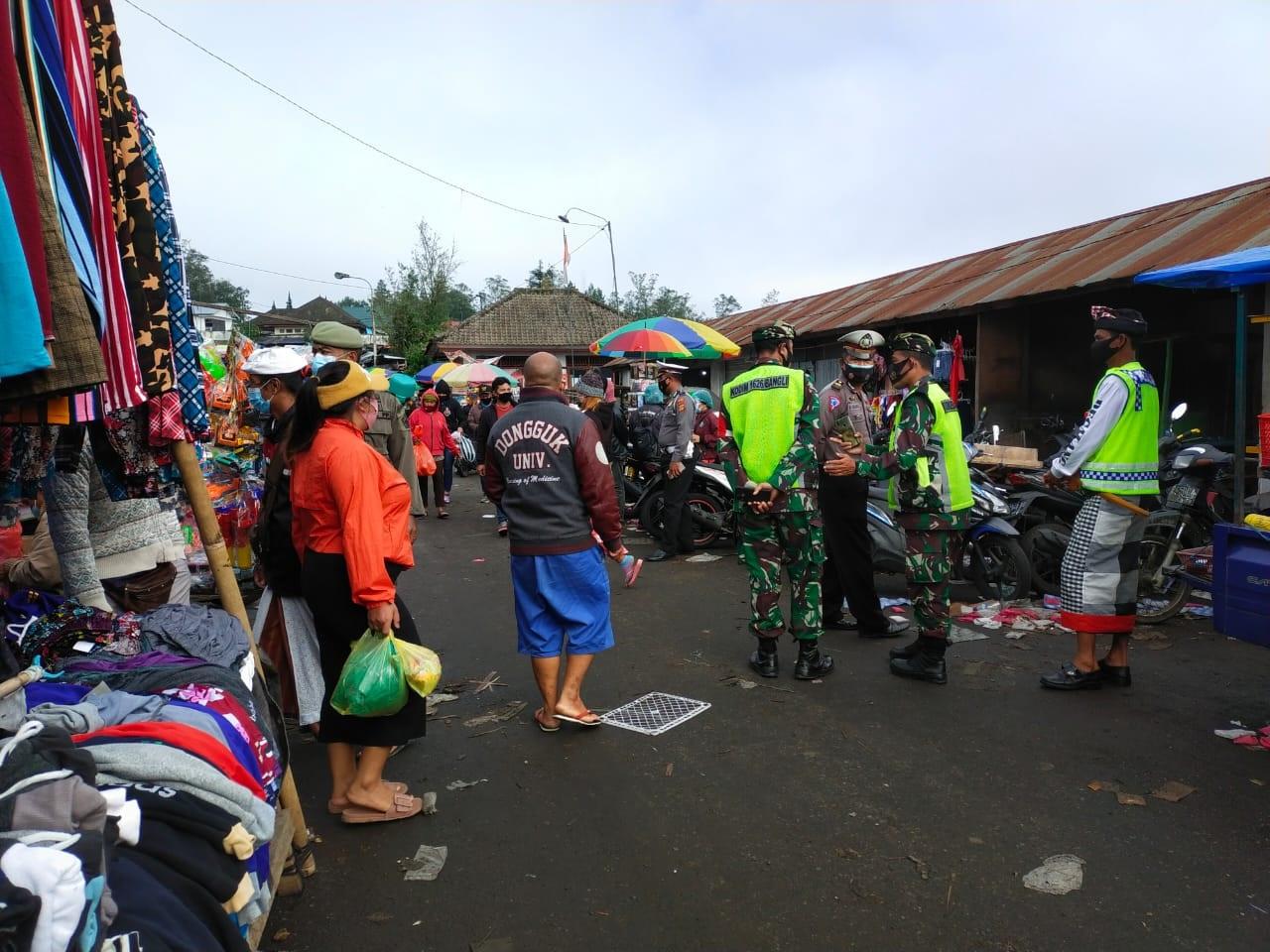 TIM Operasi Yustisi Penegakan Hukum Protokol Kesehatan (prokes) melakukan penertiban di wilayah Kintamani, Rabu (13/1/2021). Foto: ist