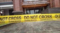 "PASAR Seni Sukawati dipasangi garis polisi bertuliskan ""dilarang melintas"", setelah seorang pekerja tewas terjatuh. Foto: ist"