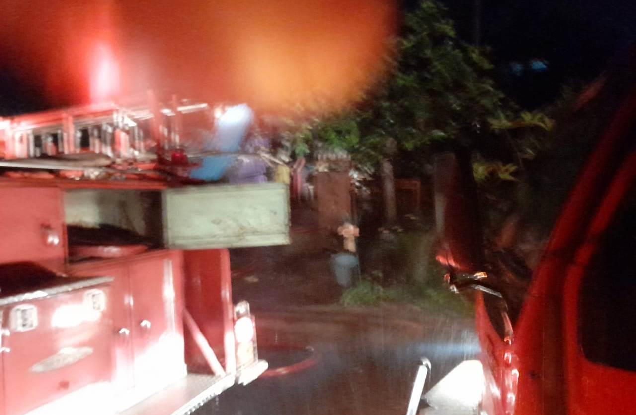 SEBUAH warung di Banjar Dinas Bangkiang Mayung, Desa Meliling, Kecamatan Kerambitan, Tabanan ludes terbakar, Senin (4/1/2021). Foto: ist