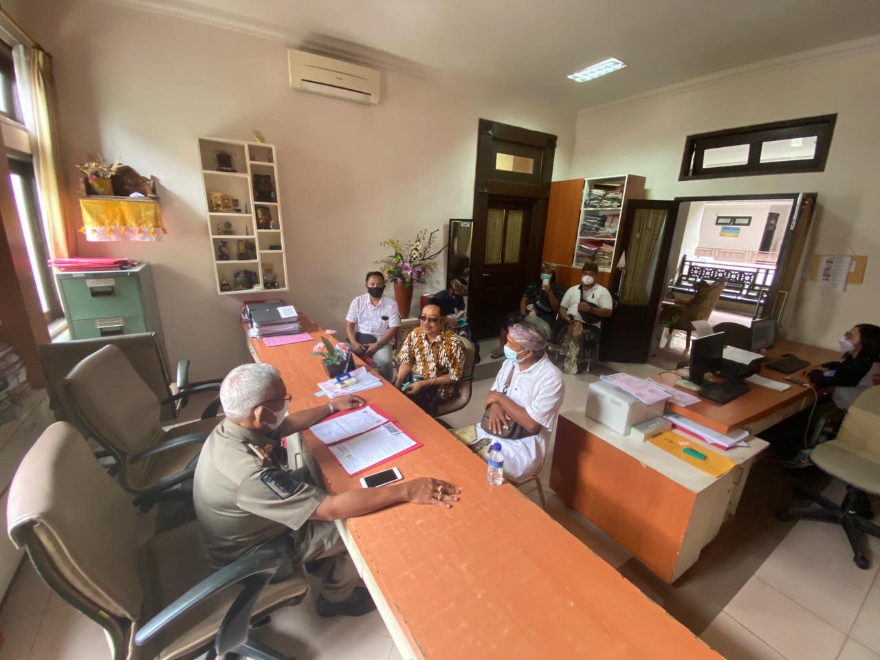 PROSES pemanggilan penanggung jawab proyek di kantor Induk Satpol PP Badung. Foto: ist