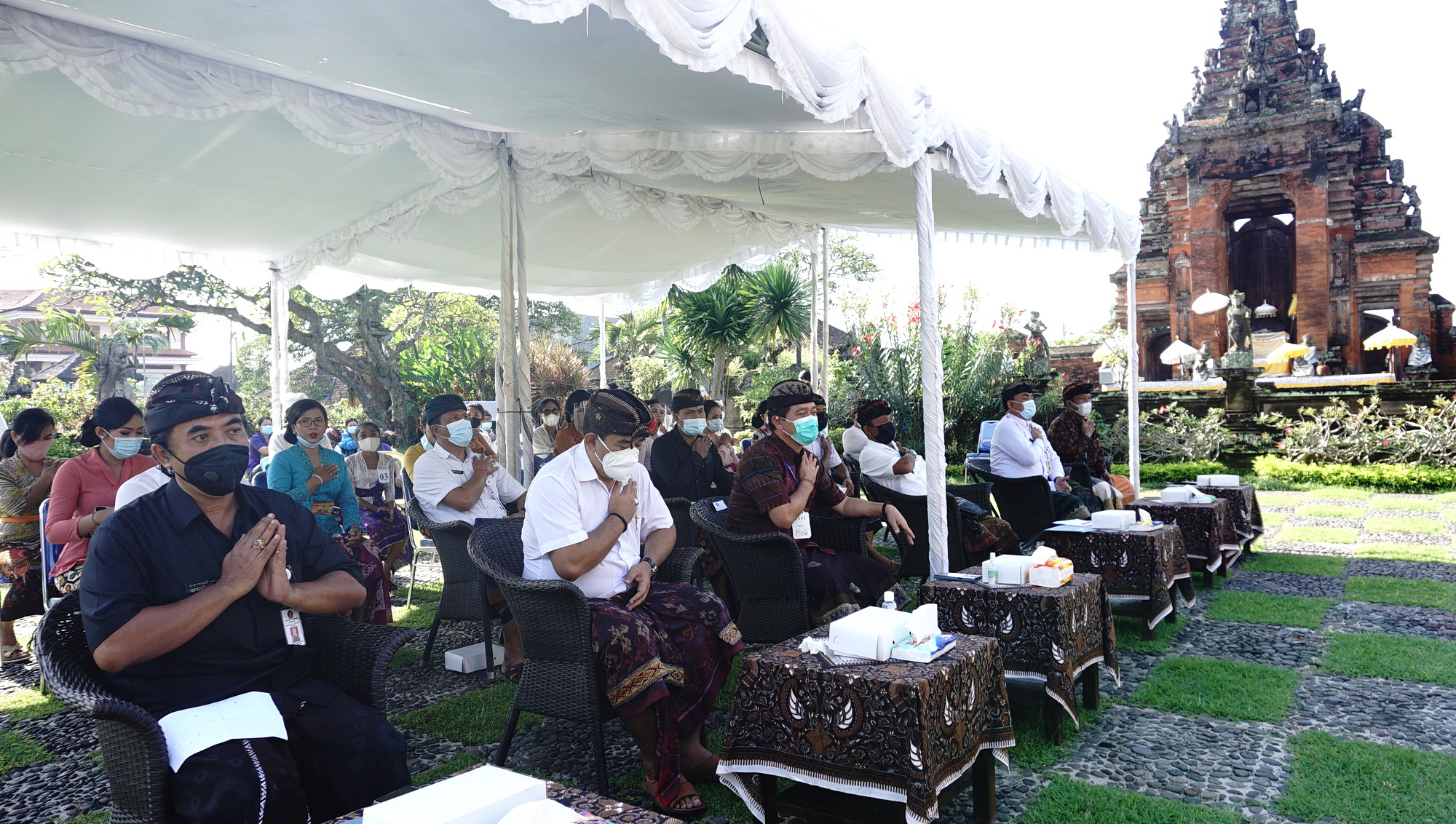 SUASANA pembukaan Bulan Bahasa Bali yang ke III tahun 2021 di halaman Museum Semarajaya Klungkung, Selasa (9/2/2021). Foto: ist