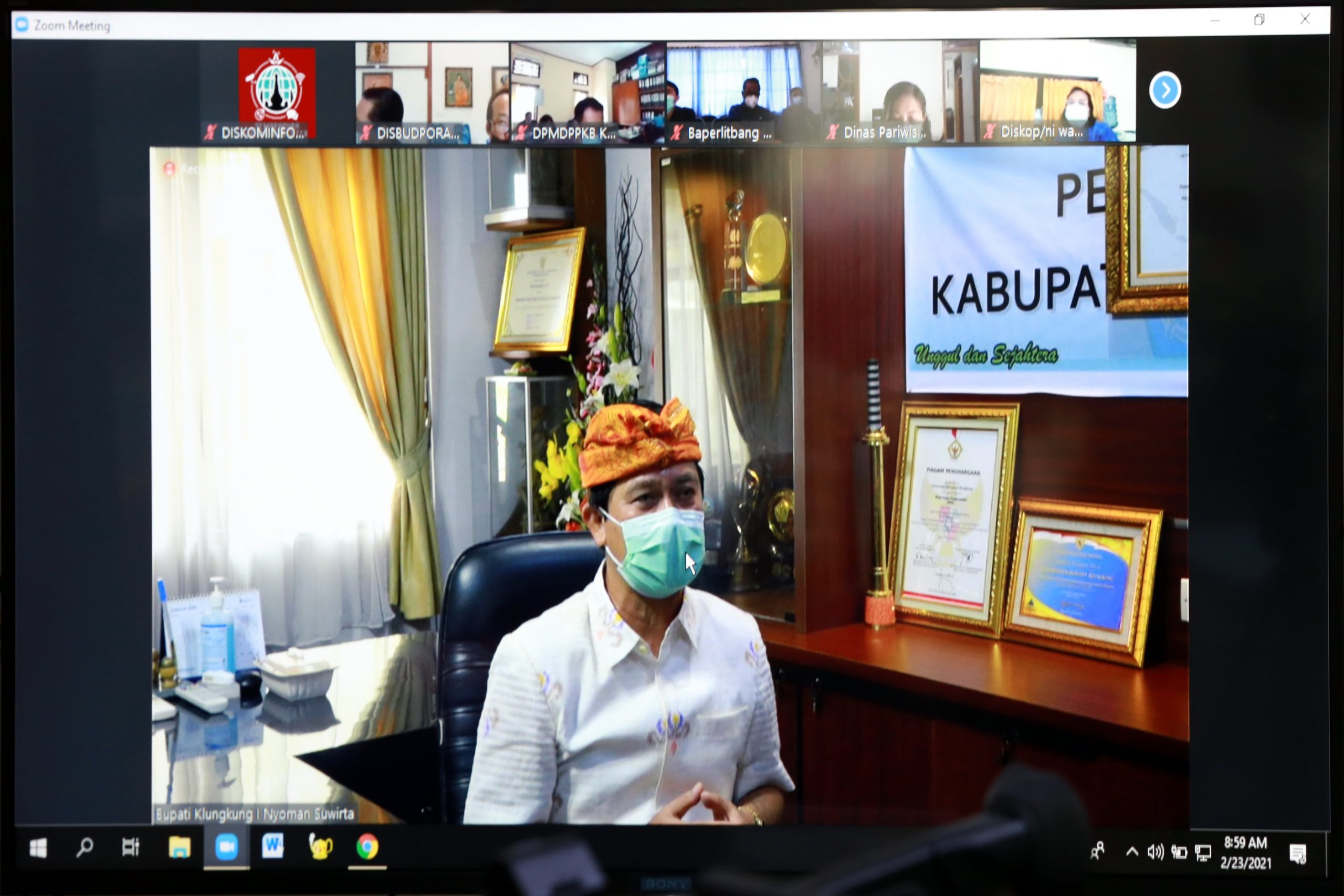 BUPATI Suwirta membuka Musrenbangcam Banjarangkan secara virtual, Selasa (23/2/2021). Foto: ist
