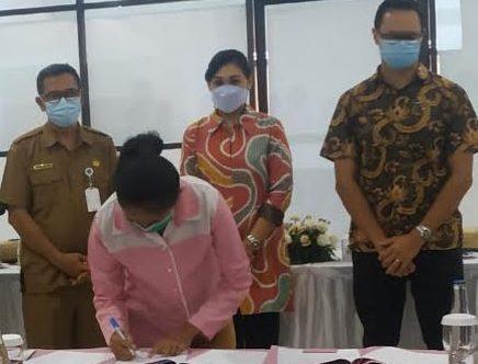 PENANDATANGAN kontrak kerja kaum difabel dengan PT Mitra Prodin. Foto: adi