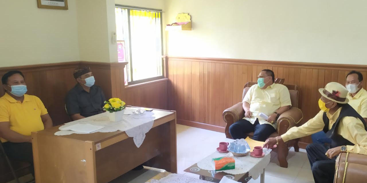 PERTEMUAN Ketua DPD Golkar Gianyar bersama Fraksi Golkar DPRD Gianyar. Foto: ist