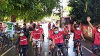 PARA kader, fungsionaris PAC, dan DPC serta anggota Fraksi PDIP DPRD Kota Mataram mengikuti Gowes Bareng PDI Perjuangan kendati hujan mengguyur wilayah Kota Mataram. Foto: ist