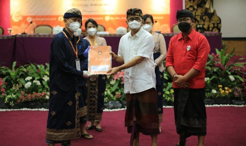 PASLON Jaya Wibawa saat ditetapkan sebagai paslon terpilih Pilkada Denpasar oleh KPU Denpasar, beberapa waktu lalu. Pelantikan paslon ini ditunda sampai tanggal 25 Februari 2021. Foto: hen