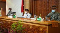 Plh. Wali Kota Denpasar, I Made Toya, saat mengikuti Rapat Evaluasi MCP Kota Denpasar tahun 2020 di Graha Sewaka Dharma, Kamis (25/2/2021). Foto: ist