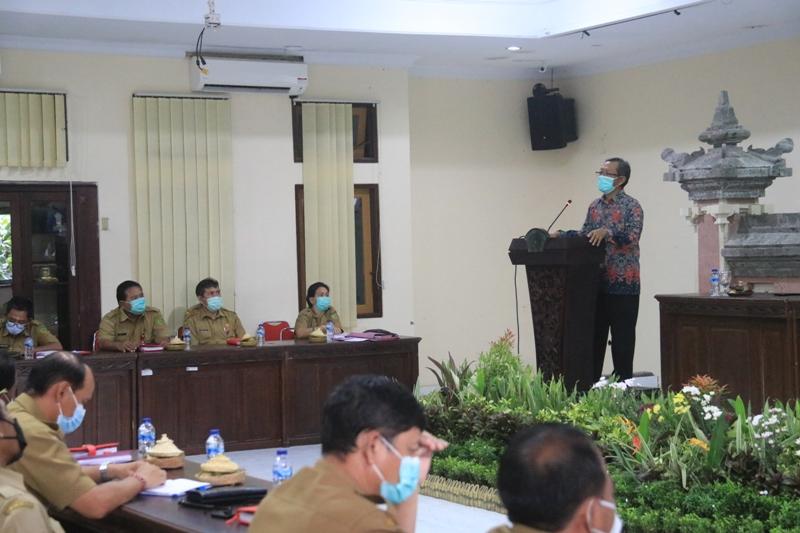SUGENG Basuki saat menyampaikan realisasi aksi pemberantasan korupsi terintegrasi di Jembrana, Senin (22/2/2021). Foto: ist