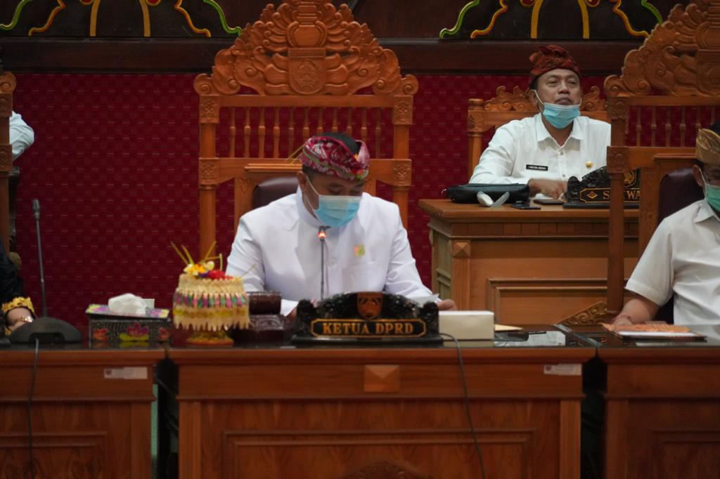 I Wayan Suastika kini resmi menjadi Ketua DPRD Kabupaten Karangasem menggantikan I Gede Dana. Dia dilantik di DPRD Karangasem, Kamis (11/2/2021). Foto: ist