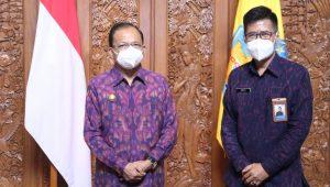 GUBERNUR Bali, Wayan Koster, dengan Kepala Perwakilan BKKBN Provinsi Bali, Agus P. Proklamasi. Foto: ist