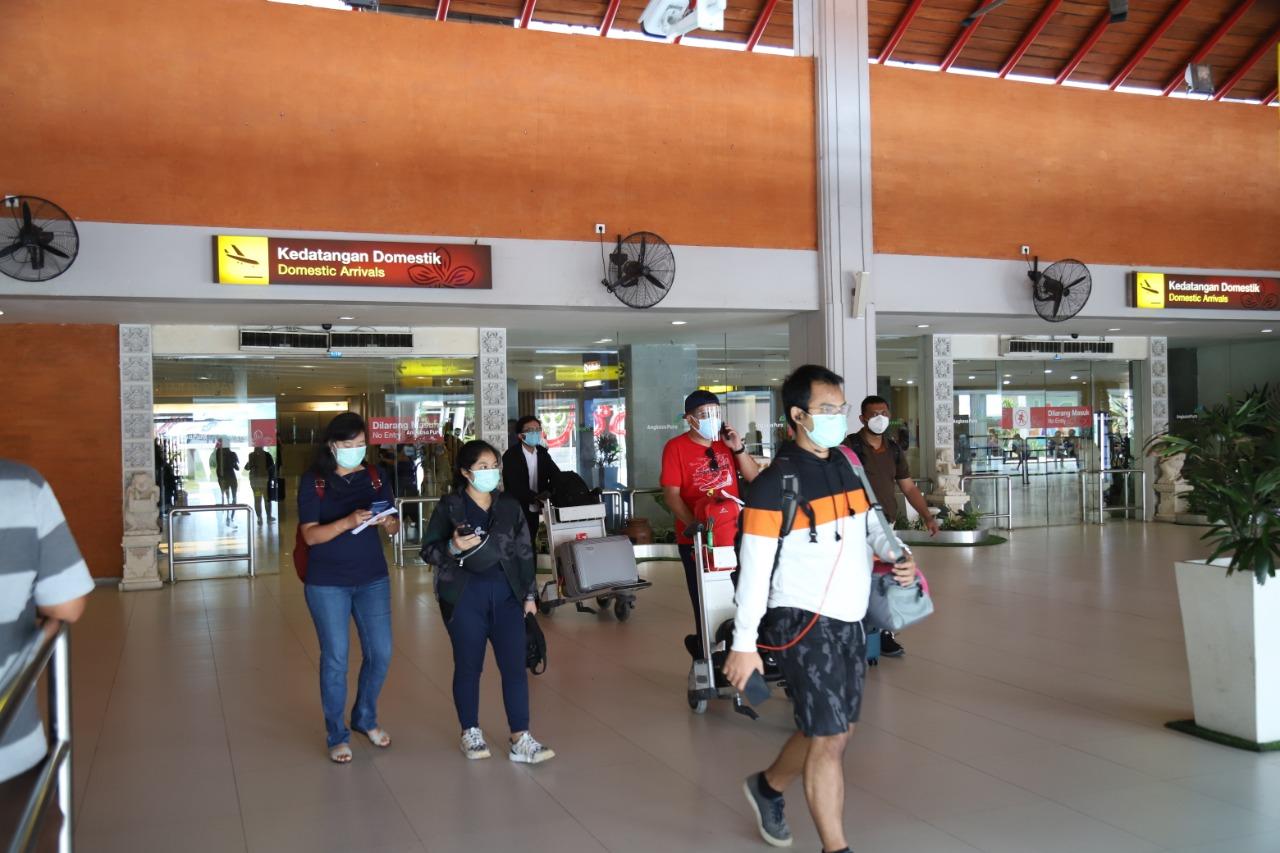 SUASANA kedatangan penumpang rute domestik di Bandar Udara Internasional I Gusti Ngurah Rai. Foto: ist