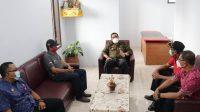 TERKAIT penanganan Covid-19, Bupati Tabanan I Komang Gede Sanjaya mulai ngantor di Kantor Desa Dauh Peken, Kecamatan Tabanan, Jumat (5/3/2021). Foto: ist