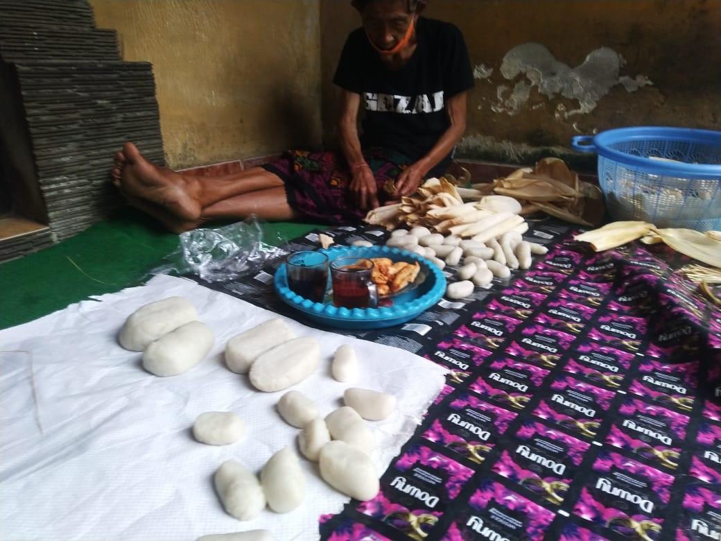 AKTIVITAS pembuatan dodol di salah satu rumah warga Desa Adat Geriana Kangin, Desa Duda Utara, Kecamatan Selat, Karangasem. Foto: ist