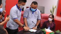 BUPATI I Nengah Tamba bersama Wabup I Gede Ngurah Patriana Krisna, saat meluncurkan aplikasi Jembrana Emergency Service (JES), Jumat (5/3/2021). Foto: ist