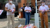PEMUSNAHAN logistik surat suara Pilkada 2020 yang tidak sesuai spesifikasi di KPU Denpasar, beberapa waktu lalu. Foto: hen