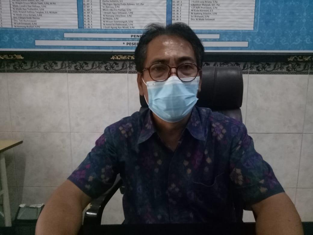 KEPALA SMKN 5 Denpasar, I Made Buda Astika. Foto: tra