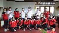 KETUA Umum Pengprov PRSI Bali, AA Ngurah Adhi Ardhana, saat menerima para atlet renang Bali yang disiapkan berlaga di PON Papua, Jumat (5/3/2021) di DPRD Bali. Foto: ist