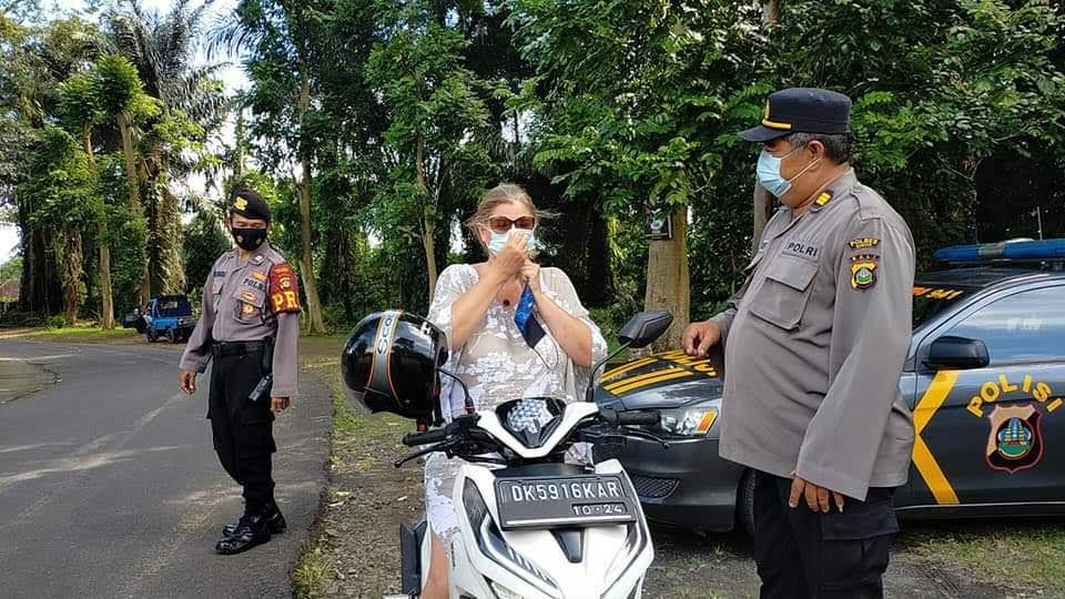 MENJADIKAN Ubud sebagai wilayah yang bebas dari penyebaran virus Covid-19, Polsek Ubud menggencarkan Operasi Yustisi Protokol Kesehatan (Prokes). Foto: adi