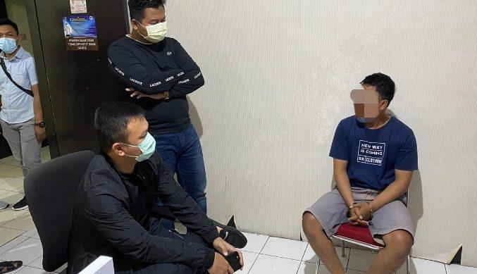 BRIPDA Pande Made Rai Merta Kusuma (kanan), oknum polisi yang berulah dan harus berurusan dengan hukum atas tindak pidana pencurian perhiasan emas di Pasar Tabanan. Foto: gap
