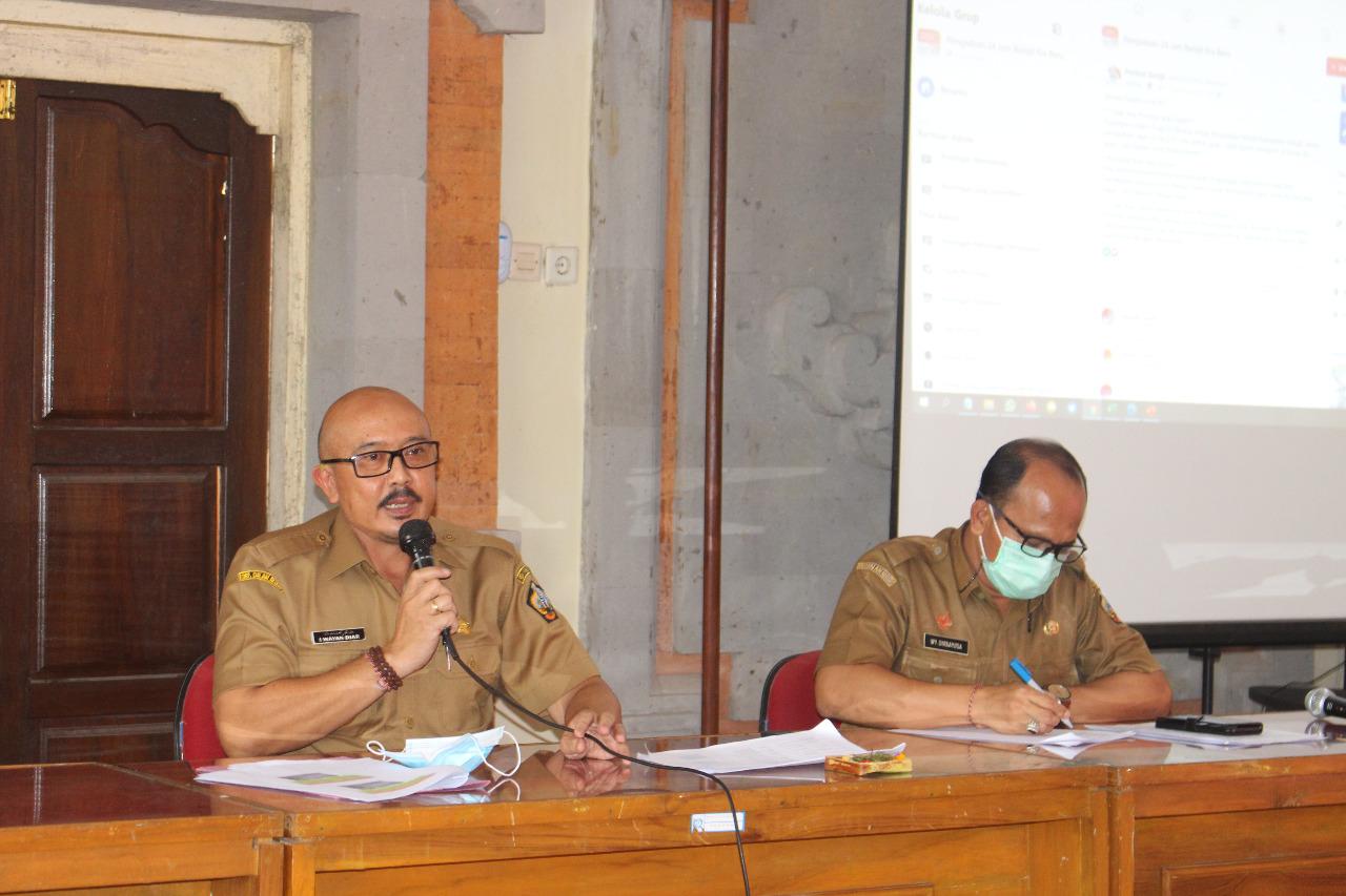 WAKIL Bupati Bangli, I Wayan Diar, memimpin rapat evaluasi program kerja Pemkab Bangli yaitu 24 Jam Bangli Era Baru yang berjalan sebulan lebih. Foto: ist