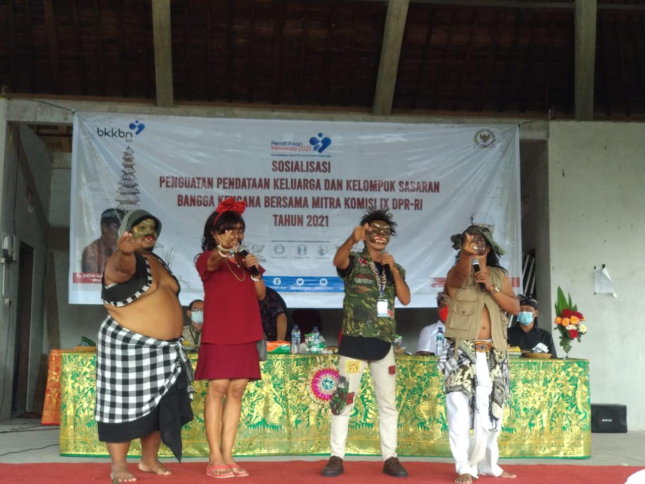 BKKBN Bali menggunakan bondres sebagai media sosialisasi. Foto: ist