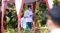 BUPATI Suwirta menjadi Inspektur Upacara peringatan HUT ke-113 Puputan Klungkung dan HUT ke-29 Kota Semarapura di halaman belakang kantor Bupati Klungkung, Rabu (28/4/2021) pagi. Foto: ist