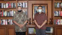 KETUA Badan Pembinaan Kepemimpinan Daerah DPP PKS, Zulkieflimansyah (kanan), saat bertemu Ketua Dewan Pembina DPP Partai Demokrat, Susilo Bambang Yudhoyono (SBY). Foto: ist