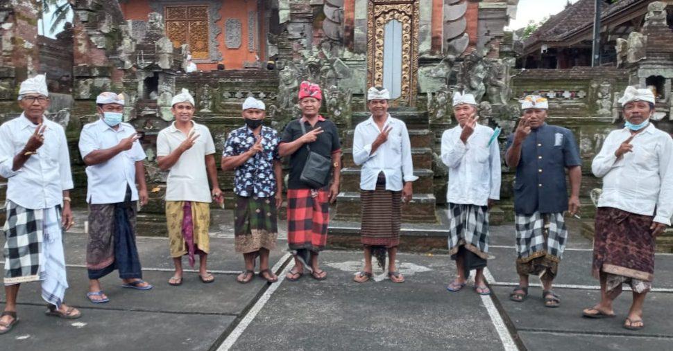 PRAJURU Desa Adat Pakudui apresiasi Bupati Gianyar, Made Mahayastra. Foto: adi